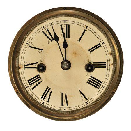 reloj antiguo: Antiguo reloj mostrando el tiempo (tres minutos a la medianoche), aislado en blanco.