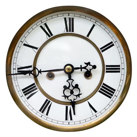 numeros romanos: Antiguo reloj que muestra el tiempo desde dieciséis hasta seis, aislado en blanco