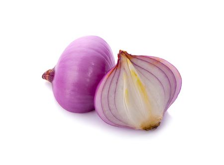 Slices of shallot onions for cooking on white background. Banque d'images