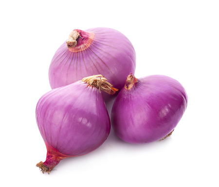 Slices of shallot onions for cooking on white background. Banco de Imagens - 109136838
