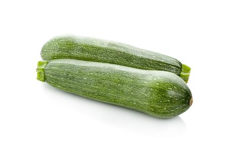 Verse courgette geïsoleerd op wit (komkommer)