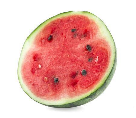 die Hälfte der Wassermelone isoliert auf weißem Hintergrund