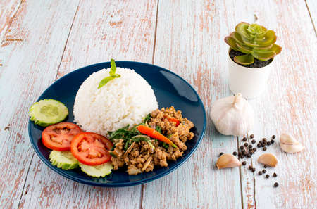 Thai Food Rice topped with stir-fried pork and basil. Stok Fotoğraf