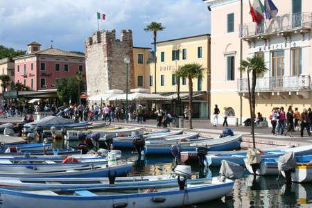 garda: Bardolino - Largo de Garda - Italy