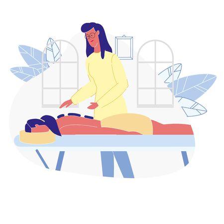 Femme de détente dans l'illustration vectorielle plane SPA. Personnage de dessin animé féminin allongé, se faire masser par des pierres professionnelles. Activité de loisirs pour filles, peau, soins du corps. Masseur, Cosmétologie, Ouvrier de salon de beauté