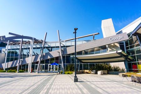 Mountain View / CA / USA - Bâtiments modernes au siège principal de Google, le campus Googleplex, dans la Silicon Valley