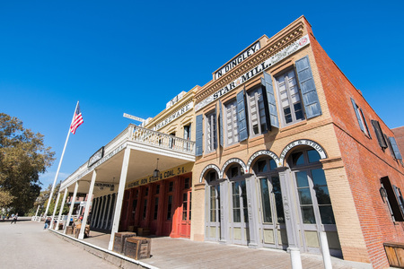 September 22, 2018 Sacramento / CA / USA - Beautifully restored historic buildings in Old Sacramento State Historic Park Редакционное