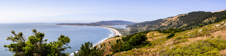 Aerial view of the Stinson Beach area of the Pacific Coastline, Marin County, north San Francisco bay area, California Фото со стока