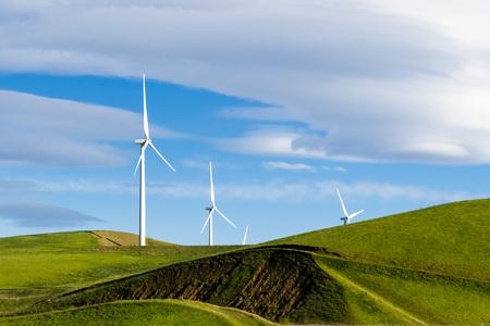 Éoliennes sur les collines de l'est de la baie de San Francisco, Altamont Pass, Livermore, Californie