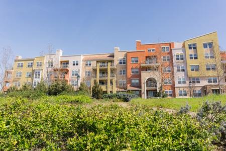 Residential buildings on telecommunication hill, San Jose, California Foto de archivo