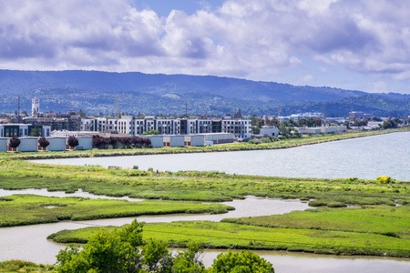 New apartment buildings under construction on the shoreline of San Francisco bay as seen from Bedwell Bayfront Park, Menlo Park, Silicon Valley, California Stock fotó