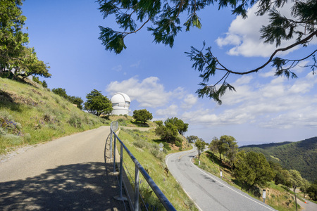 Paved trail leading to the Observatories on top of Mt Hamilton, San Francisco bay area, California Stok Fotoğraf