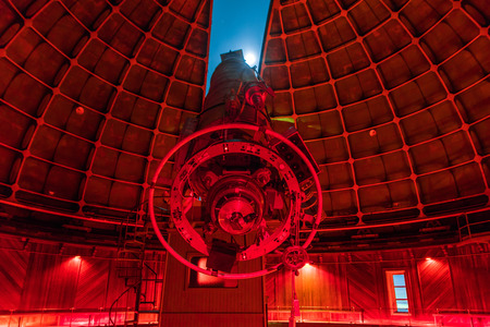 May 19, 2018 San Jose  CA  USA - The historical 36-inch Shane telescope at Lick Observatory ready for night sky viewing; red lights switched on; Mount Hamilton; San Jose, south San Francisco bay Sajtókép