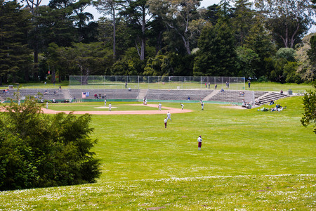May 6, 2018 San Francisco / CA / USA - People playing baseball in Golden Gate Park Stock fotó - 115363122