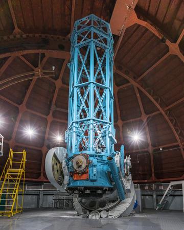 9 de junio de 2018 Mt Wilson / CA / EE. UU. - El telescopio histórico de 60 pulgadas (terminado en 1908) construido principalmente para uso fotográfico y espectrográfico, Observatorio Mt Wilson, condado de Los Ángeles, California Editorial