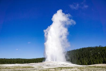Ausbruch des Old Faithful-Geysirs, Yellowstone-Nationalpark