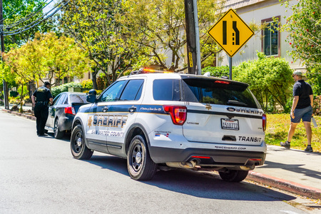 April 21, 2019 Redwood City  CA  USA - Cars stopped on the right side of the road by the San Mateo County Sheriff 報道画像