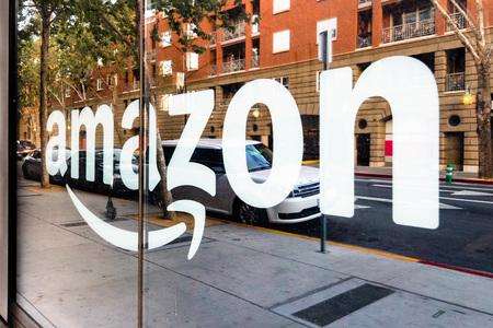 May 12, 2019 San Jose  CA  USA - Amazon sign on the window of the Amazon Hub Locker in the downtown area, Silicon Valley Redakční