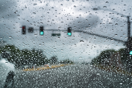 Driving on a rainy day; raindrops on the windshield; San Jose, California Imagens - 124758756