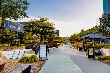 8 de junio de 2019 Mountain View / CA / EE. UU. - Vista nocturna del campus de Google en Silicon Valley; El