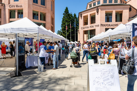 July 16, 2019 Mountain View / CA / USA - People visiting the Technology Showcase, a one-day outdoor event where local tech companies and start ups present their latest products; Silicon Valley Éditoriale