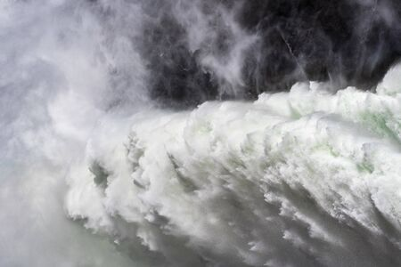 Close up of water jet released at O'Shaughnessy Dam from Hetch Hetchy Reservoir in Yosemite National Park; One of the main sources of drinking water for San Francisco Bay, California Banque d'images