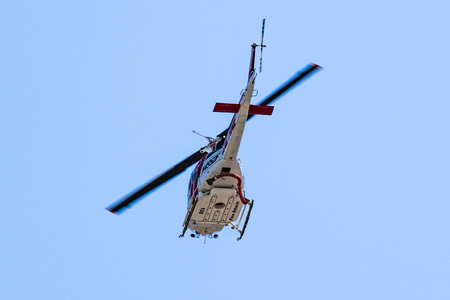 July 24, 2019 Sunnyvale / CA / USA - Cal Fire (California Department of Forestry and Fire Protection) helicopter responding to an emergency call in South San Francisco Bay Area Banco de Imagens - 128079069