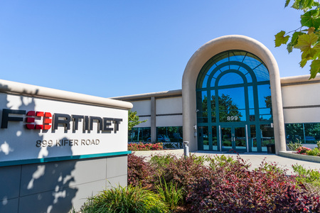 July 31, 2019 Sunnyvale / CA / USA - Fortinet headquarters in Silicon Valley; Fortinet, Inc. is an American company that develops and markets cybersecurity software and services Banco de Imagens - 128079085
