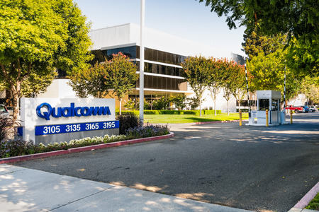 July 31, 2019 Santa Clara / CA / USA - Entrance to the Qualcomm offices located in Silicon Valley; Qualcomm, Inc. is an American multinational semiconductor and telecommunications equipment company Banco de Imagens - 128079114