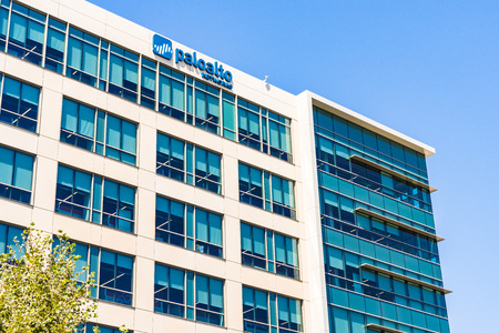 July 29, 2019 Santa Clara / CA / USA - Palo Alto Networks HQ building; Palo Alto Networks, Inc. is an American  multinational cyber security company whose core products are advanced firewalls Banco de Imagens - 128407173