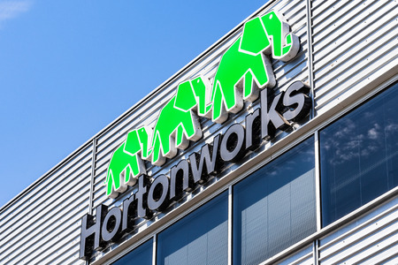 July 30, 2019 Santa Clara / CA / USA - HortonWorks sign at their Headquarters in Silicon Valley; Hortonworks completed its merger with Cloudera in January 2019 Banco de Imagens - 128407185