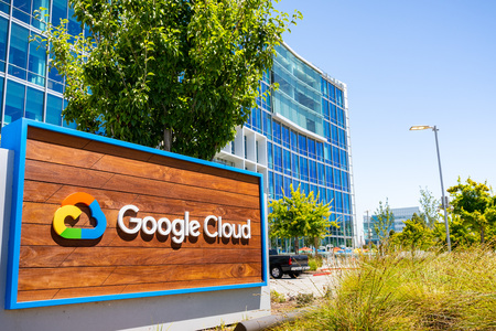 July 19, 2019 Sunnyvale / CA / USA - Close up of Google Cloud sign displayed in front of their headquarters in Silicon Valley; South San Francisco bay area Banco de Imagens - 128407193
