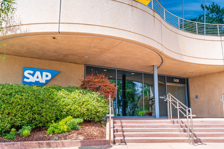 August 5, 2019 Palo Alto / CA / USA - SAP office campus located in Silicon Valley; SAP SE is a German multinational software corporation that develops enterprise software Foto de archivo - 128407194