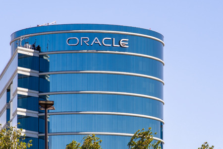 August 1, 2019 Redwood City / CA / USA -  Oracle corporate headquarters in Silicon Valley; Oracle Corporation is a multinational computer technology company specializing in database management systems Standard-Bild - 128407195