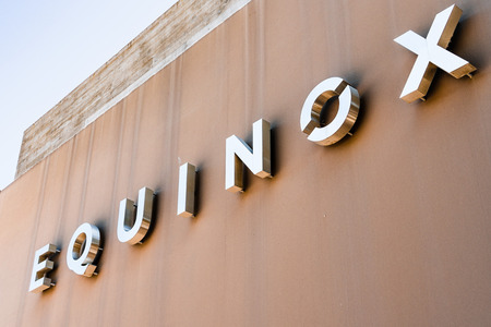 August 8, 2019 Palo Alto / CA / USA - Equinox sign displayed at the upscale gym; Equinox is a subsidiary of Equinox Fitness, an American luxury fitness owned by The Related Companies, L.P. Foto de archivo - 128407228