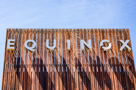 August 8, 2019 Palo Alto / CA / USA - Equinox sign displayed at the upscale gym; Equinox is a subsidiary of Equinox Fitness, an American luxury fitness owned by The Related Companies, L.P. Foto de archivo - 128407231