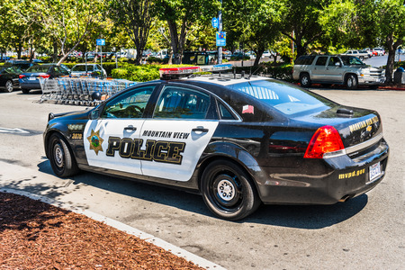 August 8, 2019 Mountain View / CA / USA - Police car stationed outside a Walmart store in San Francisco bay area Foto de archivo - 128407234
