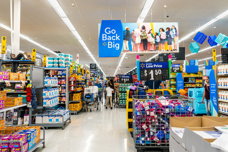 August 8, 2019 Mountain View / CA / USA - Aisle in one of Walmart's stores in south San Francisco bay area; Go Back big banner advertising the back to school area of the store Standard-Bild - 128407260