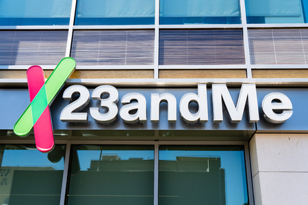 August 8, 2019 Mountain View / CA / USA - 23andme headquarters in Silicon Valley; Based on a saliva sample, 23andMe provides reports about the customer's health, traits and ancestry Foto de archivo - 128407262