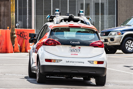 August 10, 2019 San Francisco / CA / USA - Cruise (owned by General Motors) self driving vehicle performing tests on the city streets; The company is using re-branded Chevrolet Bolt vehicles Banco de Imagens - 128407270
