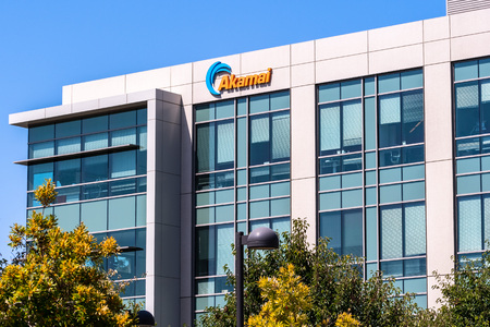 July 30, 2019 Santa Clara / CA / USA - Akamai Technologies headquarters in Silicon Valley; Akamai Technologies, Inc. is an American content delivery network (CDN) and cloud service provider Banco de Imagens - 128407289