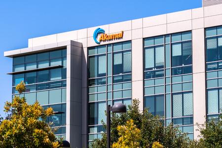 July 30, 2019 Santa Clara / CA / USA - Akamai Technologies headquarters in Silicon Valley; Akamai Technologies, Inc. is an American content delivery network (CDN) and cloud service provider Foto de archivo - 128407289