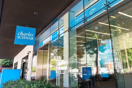 August 21, 2019 San Francisco  CA  USA - Charles Schwab office building in SOMA district; The Charles Schwab Corporation is a bank and stock brokerage firm Publikacyjne