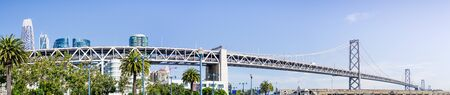 Panoramic view of the Bay Bridge spanning from the Financial District to Treasure Island on a sunny and clear day, San Francisco, California Zdjęcie Seryjne