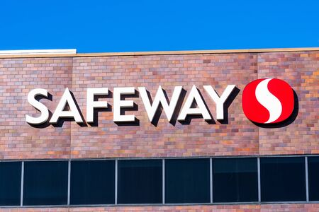 Nov 15, 2019 Pleasanton  CA  USA - Close up of Safeway sign at their Northern California Division corporate headquarters in East San Francisco bay area; Safeway is an American supermarket chain Redakční