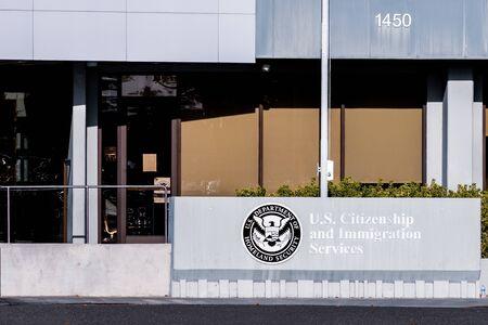 20.11.2019 Santa Clara / CA / USA - Büro der US Citizenship and Immigration Services (USCIS) im Silicon Valley; USCIS ist eine Behörde des US-Heimatschutzministeriums (DHS) Editorial