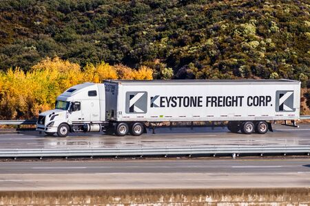 Dec 8, 2019 Los Angeles / CA / USA - Keystone Freight Corp. truck driving on the freeway; Keystone Freight Corp. is a subsidiary of National Retail Systems, Inc. (NRS) Reklamní fotografie - 135907532