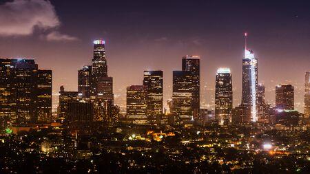 Luftnachtansicht der Skyline des Los Angeles Financial District; Kalifornien