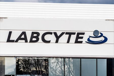 Dec 14, 2019 San Jose  CA  USA - Labcyte headquarters in Silicon Valley; Labcyte Inc. is a biotechnology company that manufactures acoustic liquid handling systems for life science research 新聞圖片