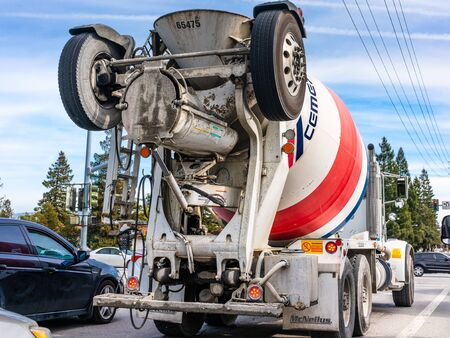 Jan 29, 2020 Santa Clara / CA / USA - Cemex mixer truck transporting cement to the construction site; CEMEX S.A.B. de C.V., is a Mexican multinational building materials company Reklamní fotografie - 139321379